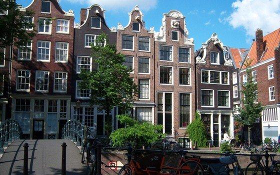 'Groot risico op huizenbubbel in Amsterdam'